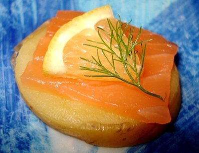 Canapés de pommes de terre au saumon