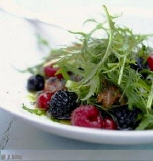 Salade de fruits rouges  et roquette