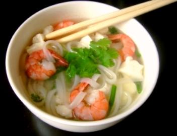 Soupe pho aux crevettes et au tofu